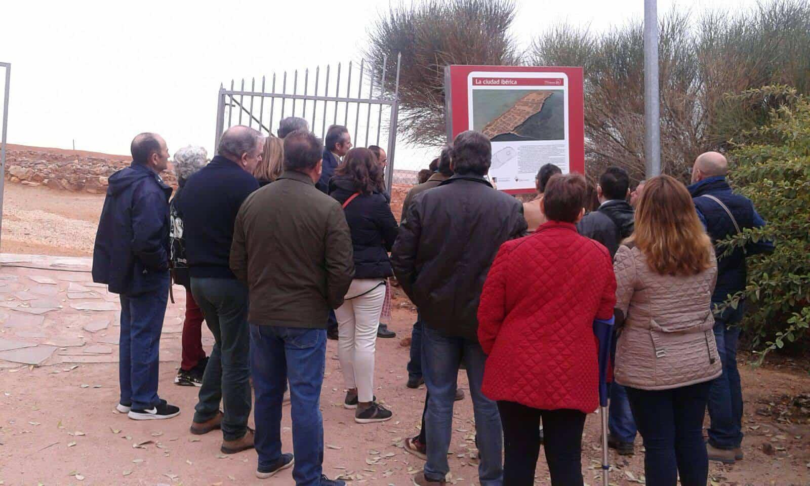 universidad popular herencia visita parques arqueologicos 1 - La Universidad Popular de Herencia visita el Cerro de las Cabezas