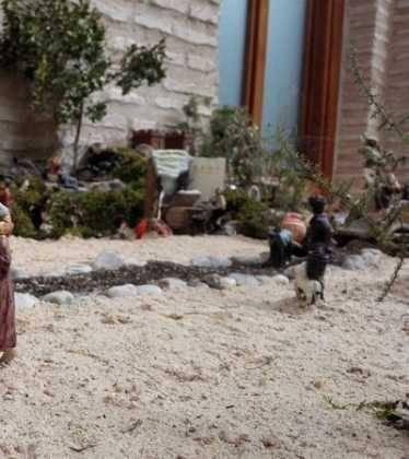 01 Belen Jose Aniceto y Gamilia Glez Roman en el Ayuntamiento02 374x420 - Galería de imágenes de la III Muestra de belenes de Herencia
