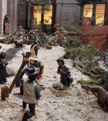 01 Belen Jose Aniceto y Gamilia Glez Roman en el Ayuntamiento04 374x420 - Galería de imágenes de la III Muestra de belenes de Herencia