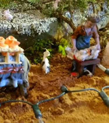 03 Juan Sanchez Aguilera en la ermita de San Bartolome03 373x420 - Galería de imágenes de la III Muestra de belenes de Herencia
