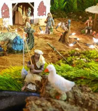 03 Juan Sanchez Aguilera en la ermita de San Bartolome05 373x420 - Galería de imágenes de la III Muestra de belenes de Herencia