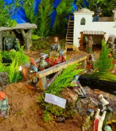 03 Juan Sanchez Aguilera en la ermita de San Bartolome07 373x420 - Galería de imágenes de la III Muestra de belenes de Herencia