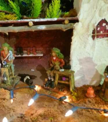 03 Juan Sanchez Aguilera en la ermita de San Bartolome08 373x420 - Galería de imágenes de la III Muestra de belenes de Herencia