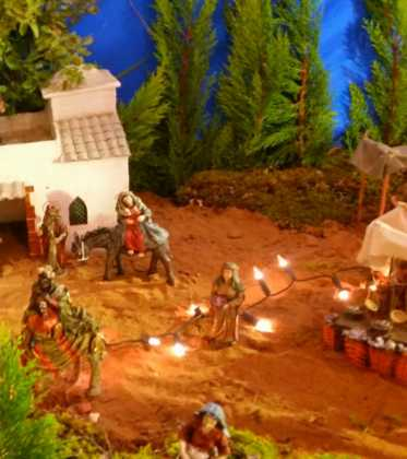 03 Juan Sanchez Aguilera en la ermita de San Bartolome09 373x420 - Galería de imágenes de la III Muestra de belenes de Herencia