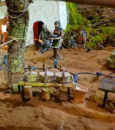 03 Juan Sanchez Aguilera en la ermita de San Bartolome10 373x420 - Galería de imágenes de la III Muestra de belenes de Herencia