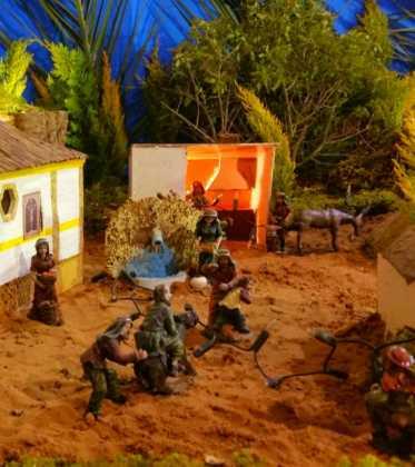 03 Juan Sanchez Aguilera en la ermita de San Bartolome11 373x420 - Galería de imágenes de la III Muestra de belenes de Herencia