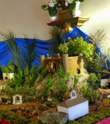 03 Juan Sanchez Aguilera en la ermita de San Bartolome15 373x420 - Galería de imágenes de la III Muestra de belenes de Herencia