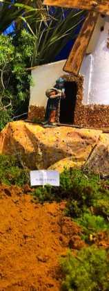 03 Juan Sanchez Aguilera en la ermita de San Bartolome16 158x420 - Galería de imágenes de la III Muestra de belenes de Herencia