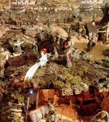 05 Belen de la Familia Gallego de la Sacristana Glez Ortega01 374x420 - Galería de imágenes de la III Muestra de belenes de Herencia