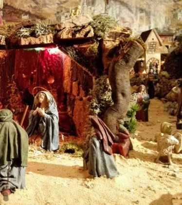 05 Belen de la Familia Gallego de la Sacristana Glez Ortega07 374x420 - Galería de imágenes de la III Muestra de belenes de Herencia