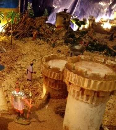 08 Belen de Pedro Cobos01 374x420 - Galería de imágenes de la III Muestra de belenes de Herencia