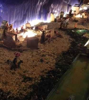08 Belen de Pedro Cobos05 374x420 - Galería de imágenes de la III Muestra de belenes de Herencia