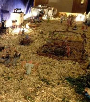 08 Belen de Pedro Cobos06 374x420 - Galería de imágenes de la III Muestra de belenes de Herencia