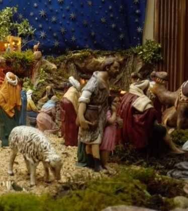 11 Belen de Ascen Diaz08 374x420 - Galería de imágenes de la III Muestra de belenes de Herencia