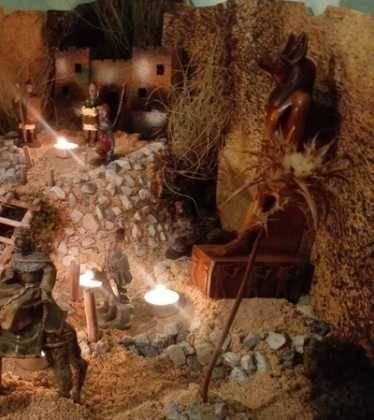13 Belen de Jesus Gomez Calcerrada00 374x420 - Galería de imágenes de la III Muestra de belenes de Herencia