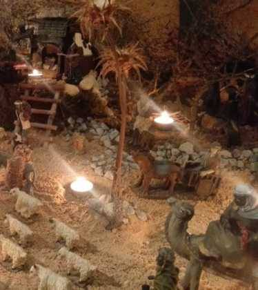 13 Belen de Jesus Gomez Calcerrada01 374x420 - Galería de imágenes de la III Muestra de belenes de Herencia