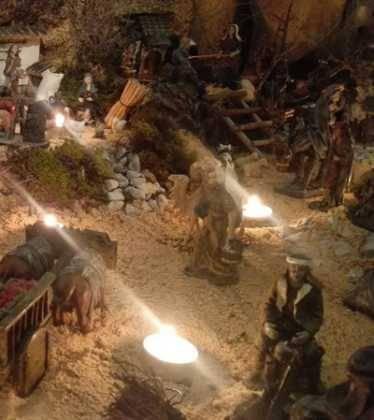 13 Belen de Jesus Gomez Calcerrada03 374x420 - Galería de imágenes de la III Muestra de belenes de Herencia
