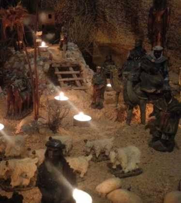 13 Belen de Jesus Gomez Calcerrada04 374x420 - Galería de imágenes de la III Muestra de belenes de Herencia