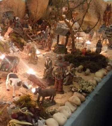 13 Belen de Jesus Gomez Calcerrada08 374x420 - Galería de imágenes de la III Muestra de belenes de Herencia