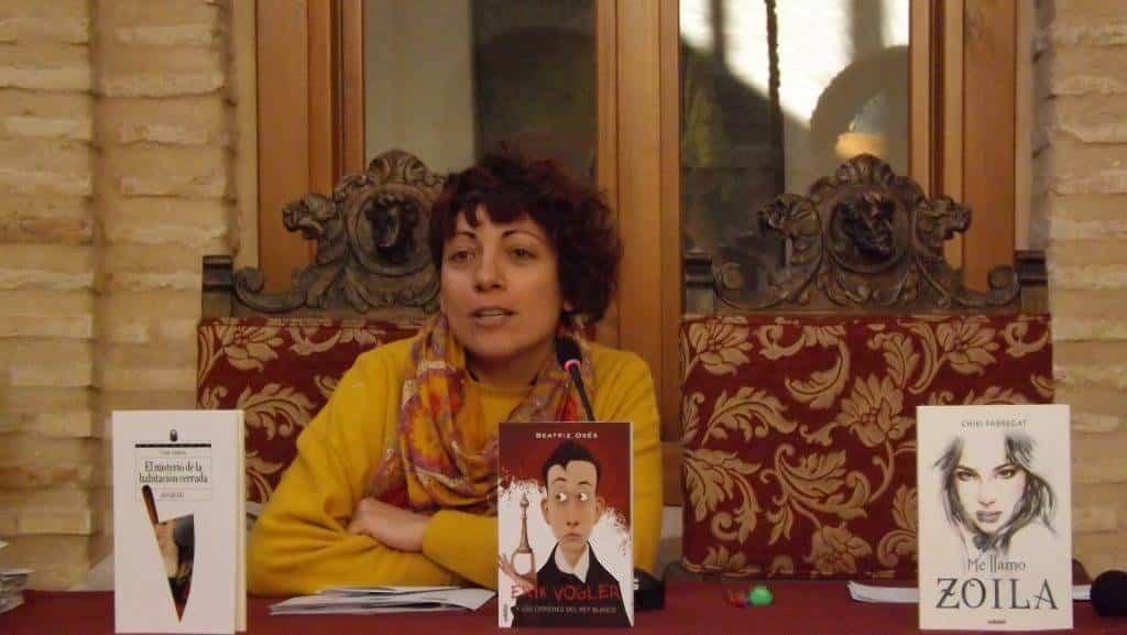 """Lola Fernandez presentando el proyecto Inmortales en Herencia - Iniciada la segunda edición del proyecto de animación lectora """"Inmortales"""""""
