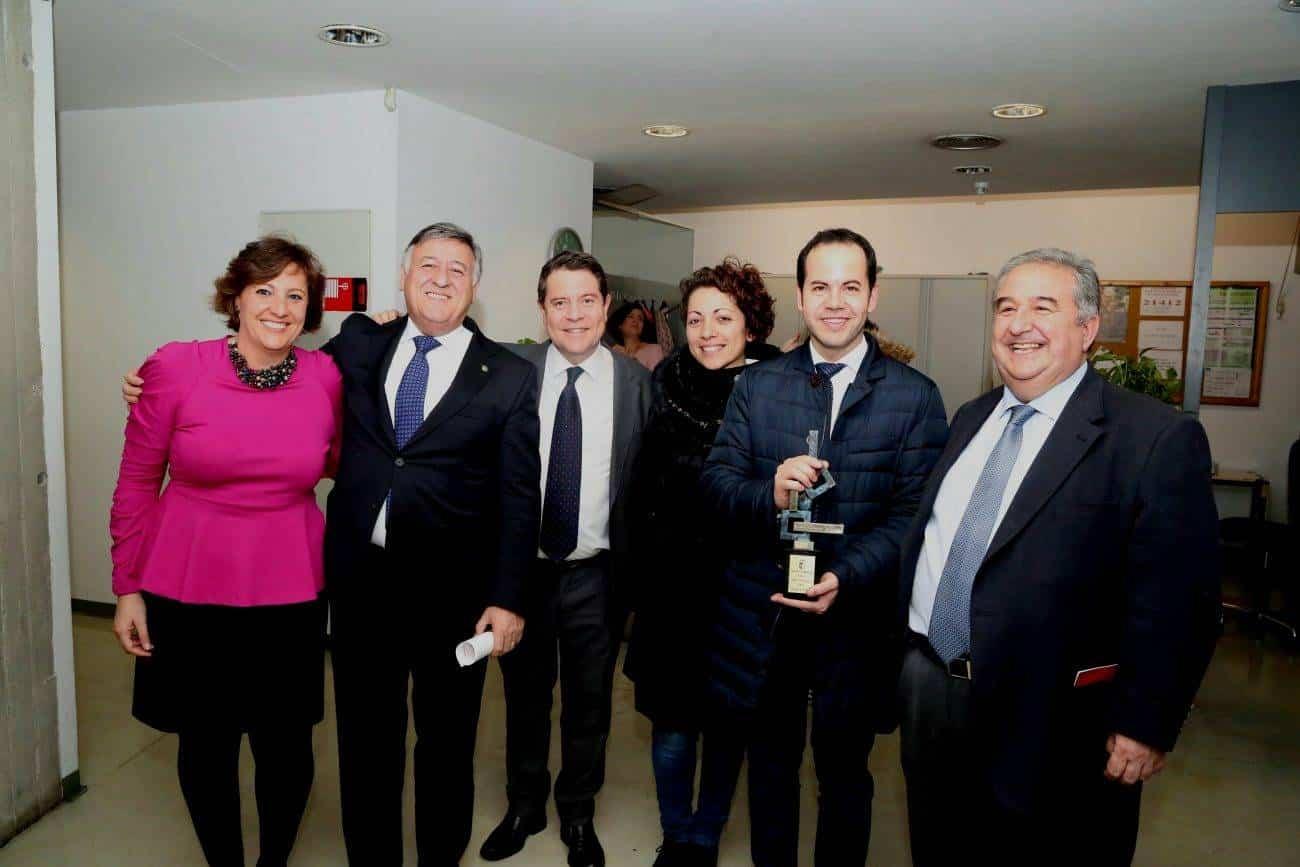 Premio Tecnove 3 1300x867 - El Grupo Tecnove reconocido como Empresa Responsable por el Gobierno regional