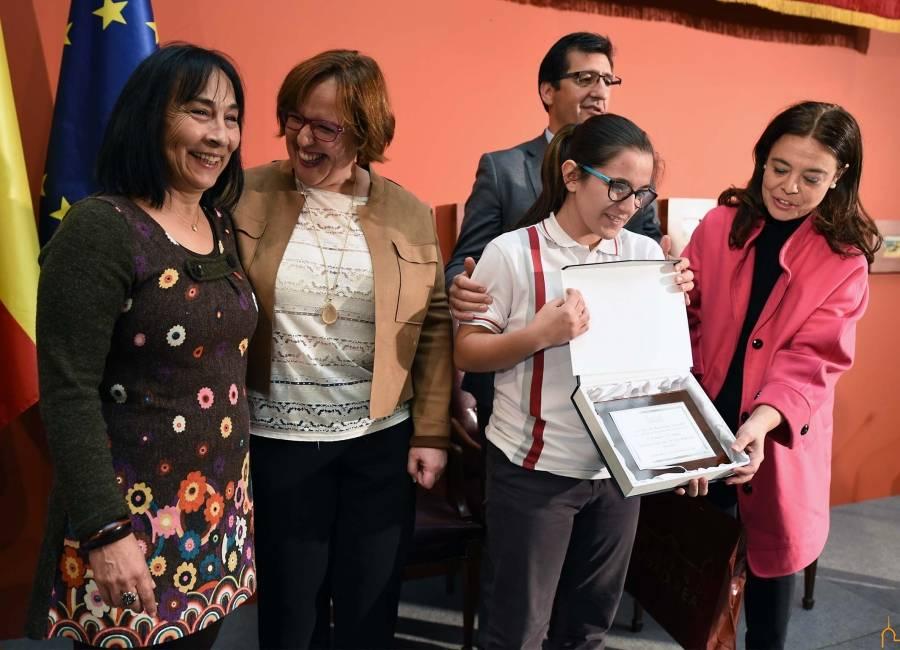 Valentina Avilés Camuñas e Isabel Roncero González ambas alumnas del Colegio Ntra. Sra. de las Mercedes de Herencia - Dos alumnas del colegio Ntra. Sra. de Las Mercedes premiadas por la Diputación