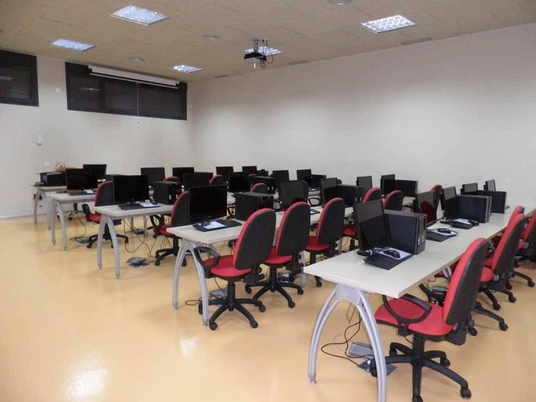 Aula informatica centro de formacion 1068x801 - Curso gratuito de Operaciones de Grabación y Tratamiento de Datos y Documentos