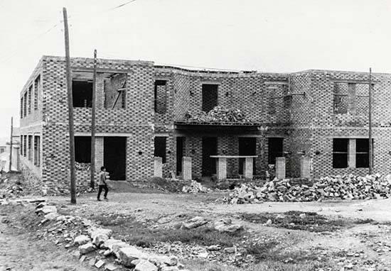 Colegio San José 01 - Un sacerdote de Herencia en Puertollano: Cincuenta años del Colegio San José (Teresianas) 1967-2017