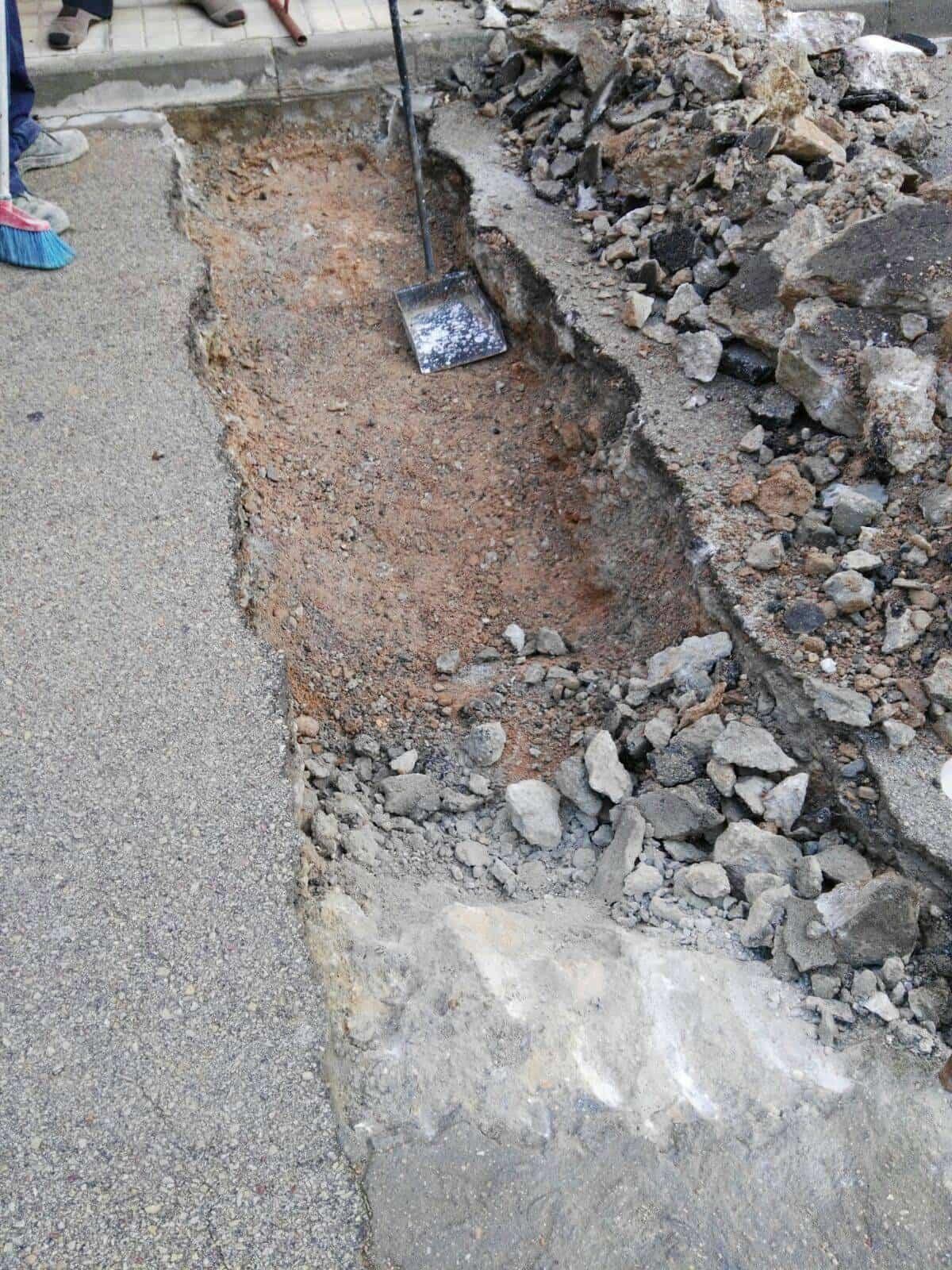 hundimiento calle jose hierro herencia - Hundimiento de calzada en calle José Hierro
