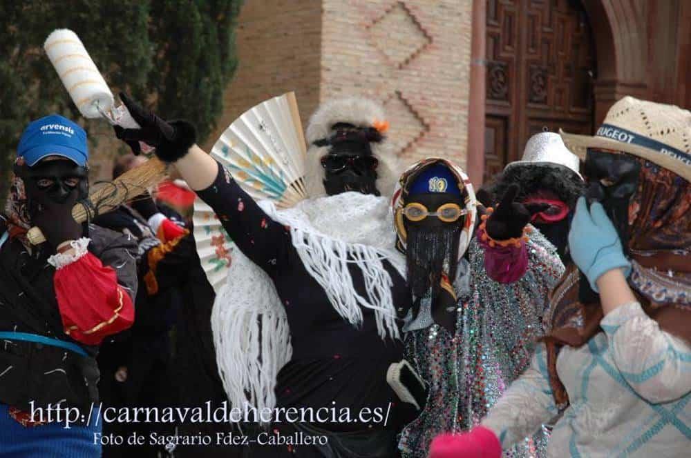 mascara callejera carnaval herencia 14 - Máscaras y Gigantes en el Carnaval de Herencia durante los recorridos de las mayordomías de ánimas