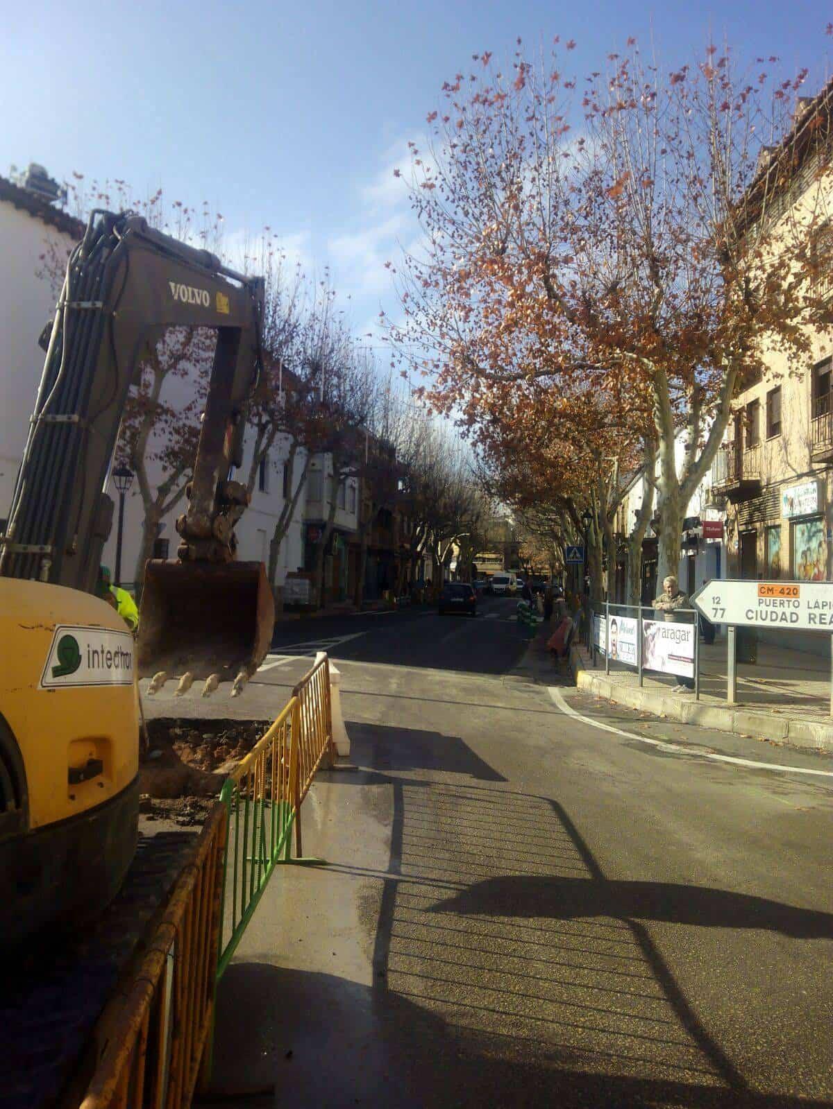 obras herencia avda constitucion 2 - Obras por el nuevo colector en zona de Avenida de la Constitución en Herencia