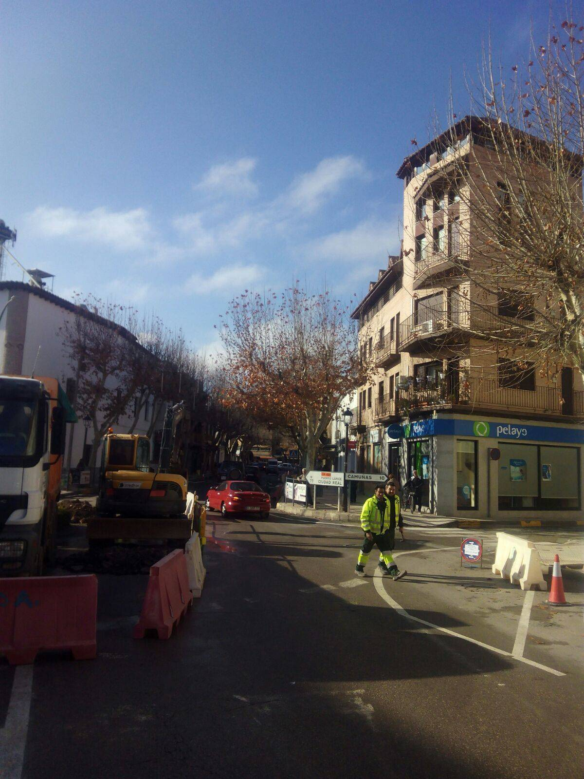 obras herencia avda constitucion 3 - Obras por el nuevo colector en zona de Avenida de la Constitución en Herencia