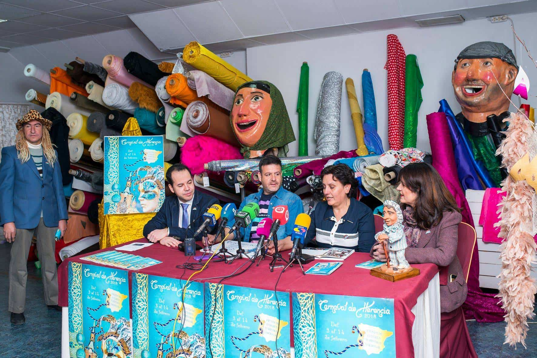 presentacion pregonero carnaval herencia 3 - El cantante Manu Tenorio será el pregonero del primer Carnaval de Interés Turístico Nacional