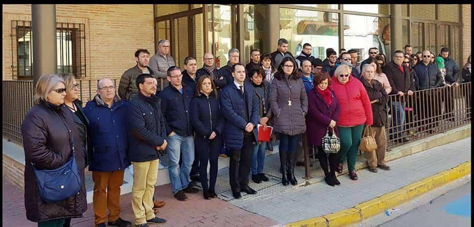 autoridades luto carnaval puerta ayuntamiento herencia - Herencia decreta 3 días de luto oficial por los tristes hechos de ayer