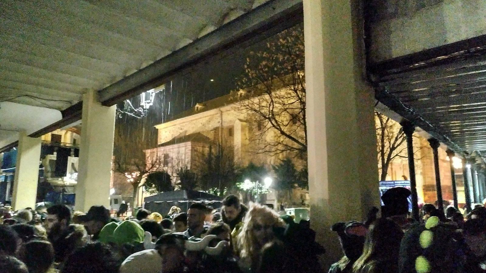 Herencianos celebrando Sábado de los Ansiosos con lluvia y nieve