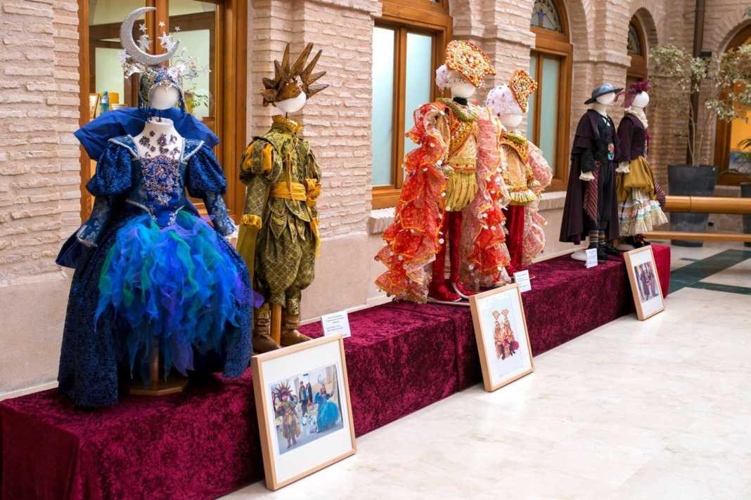 exposicion trajes jinetas carnaval herencia 3 1068x712 - Fotogalería de la Exposición de Trajes de Jinetas