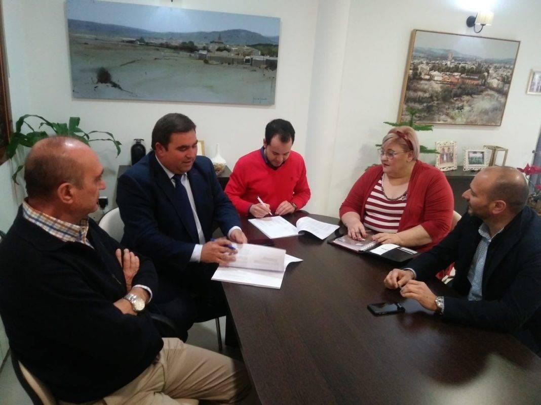 firma convenido ayuntamiento emaser 1068x801 - Firmado nuevo convenio de colaboración entre Emaser y el Ayuntamiento