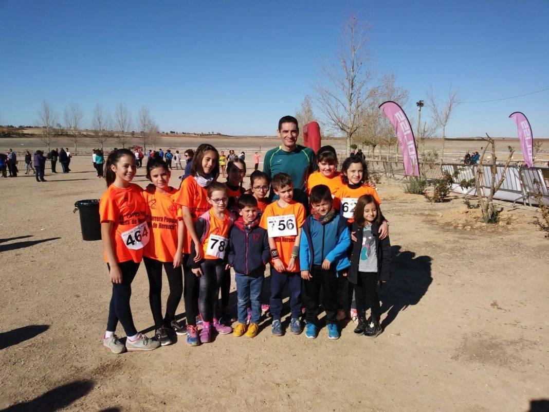 jovenes atletas herencia 1068x801 - Jóvenes atletas herencianos en la 1ª jornada provincial de Atletismo