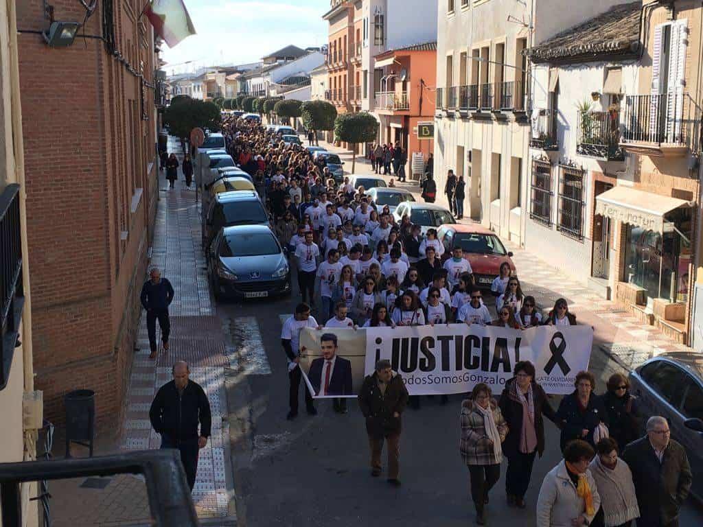 manifestacion pacifica gonzalo herencia - Más de 2.500 personas en la Manifestación Pacífica por Gonzalo