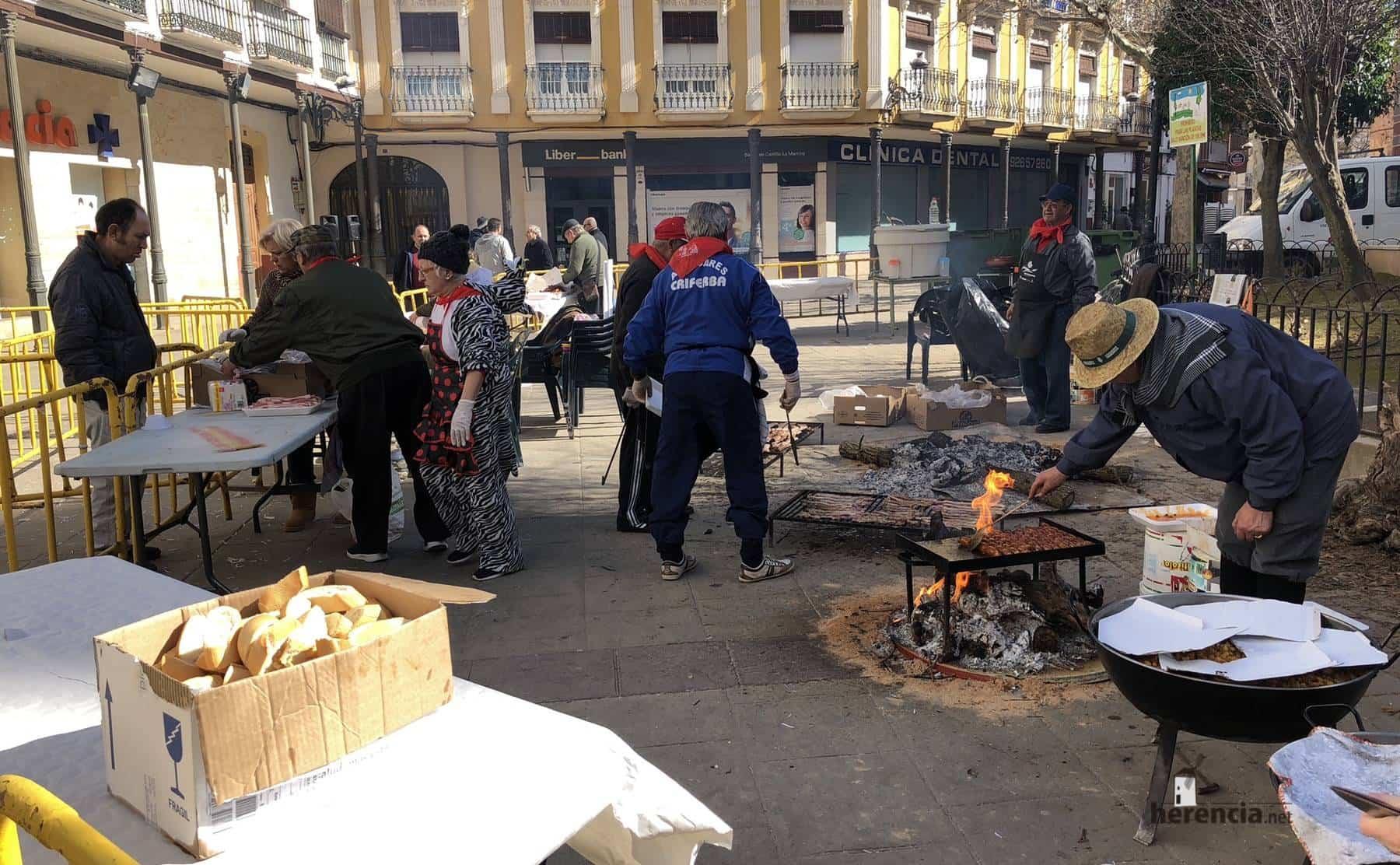 migas y matanza plaza herencia carnaval 1 - Degustación gastronómica de matanza y migas por Carnaval