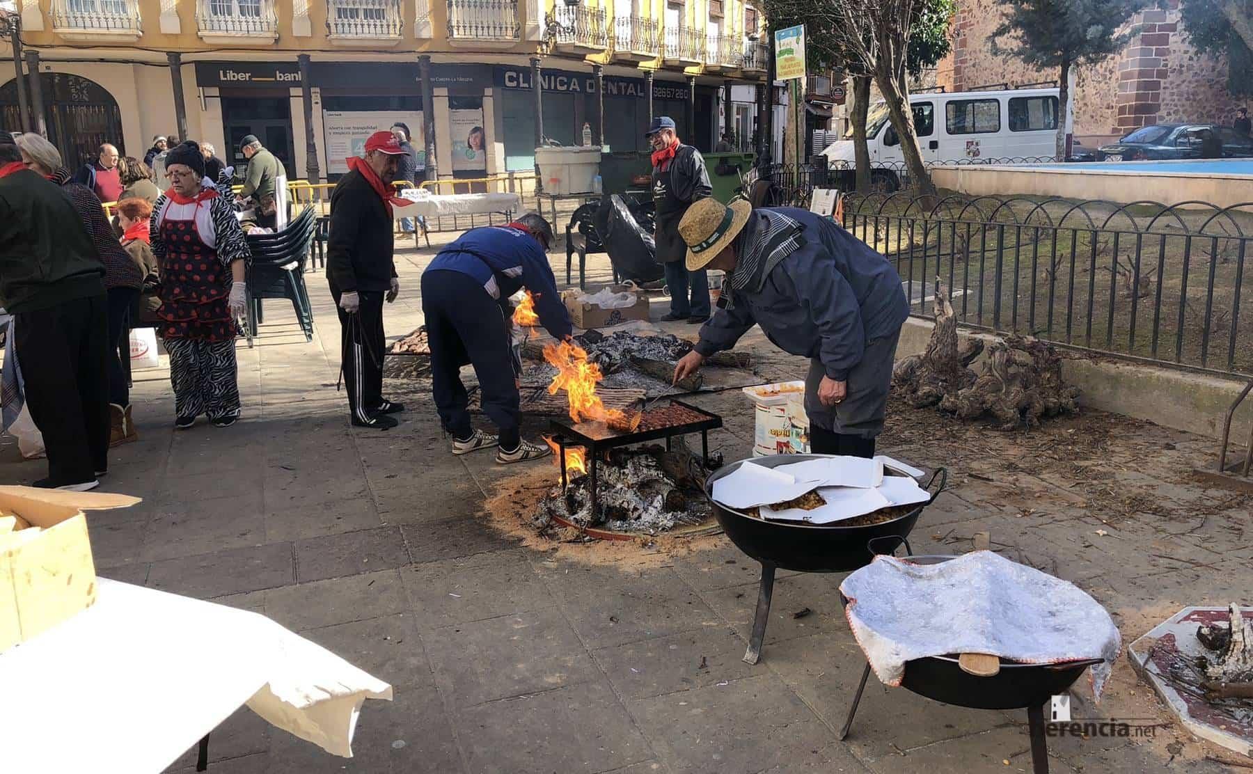 migas y matanza plaza herencia carnaval 2 - Degustación gastronómica de matanza y migas por Carnaval