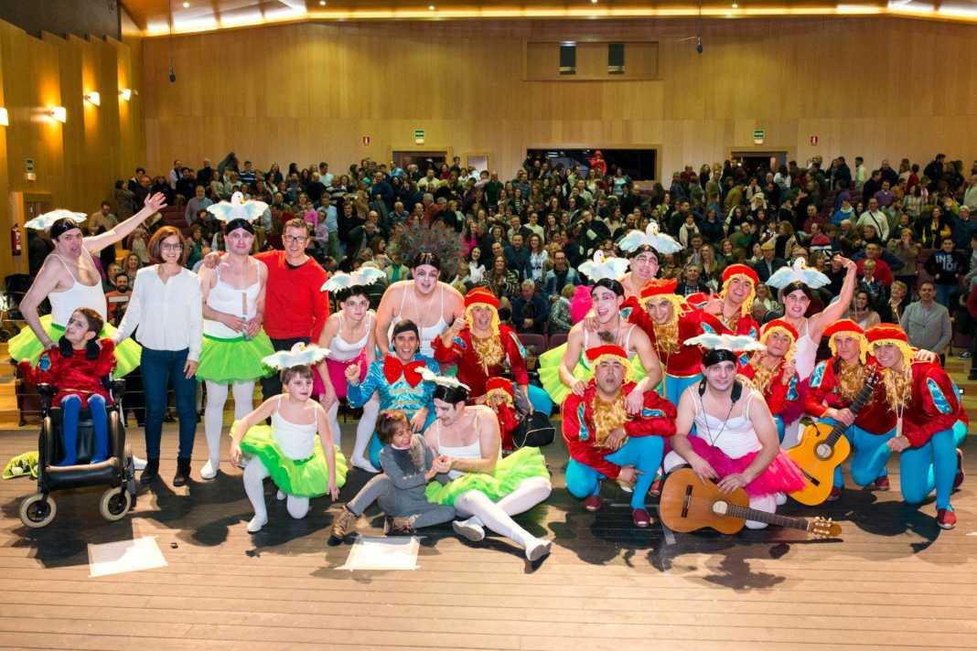 """pelendengues carnaval herencia foto ayto 0010 1068x712 - Los Pelendengues presentaron """"El lago de los Patos"""""""