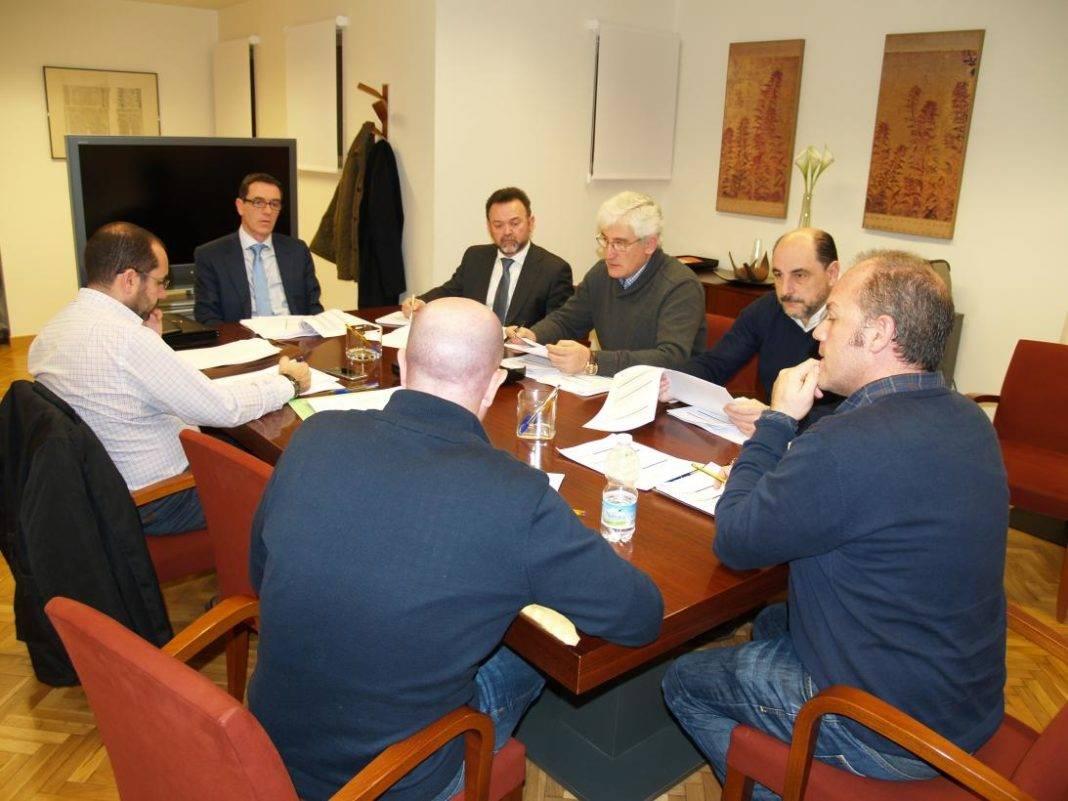 reunion aval castilla la mancha financiacion 1068x801 - Herencia también se beneficia de las financiación de Aval Castilla-La Mancha