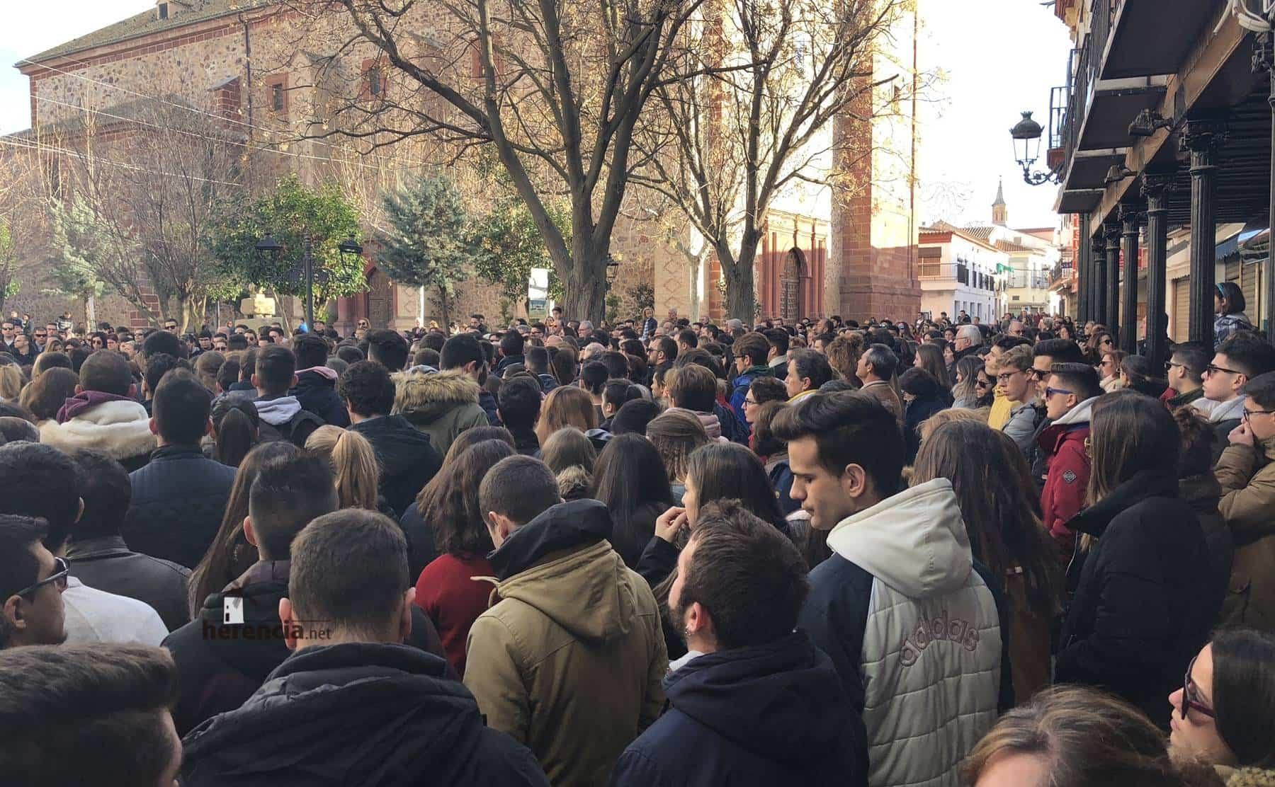 Herencia muestra su condena a la violencia en la Plaza de España 9