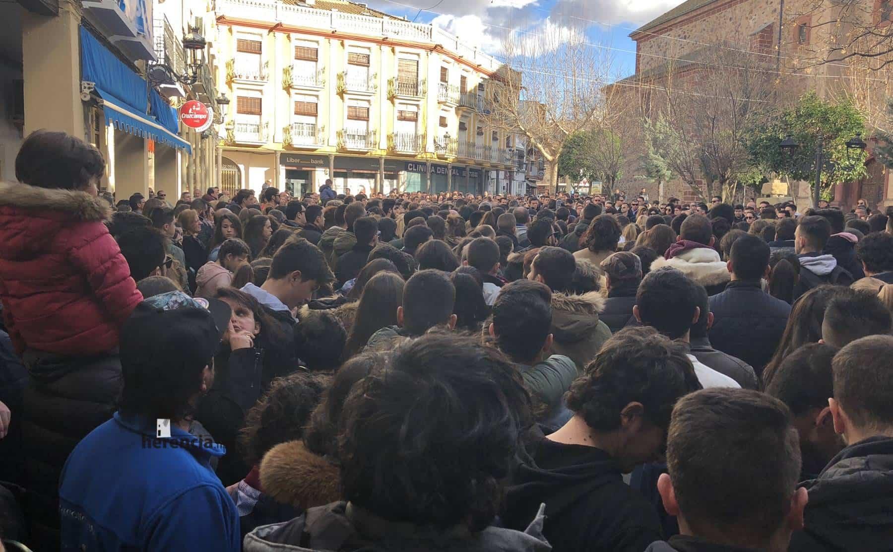 Herencia muestra su condena a la violencia en la Plaza de España 10