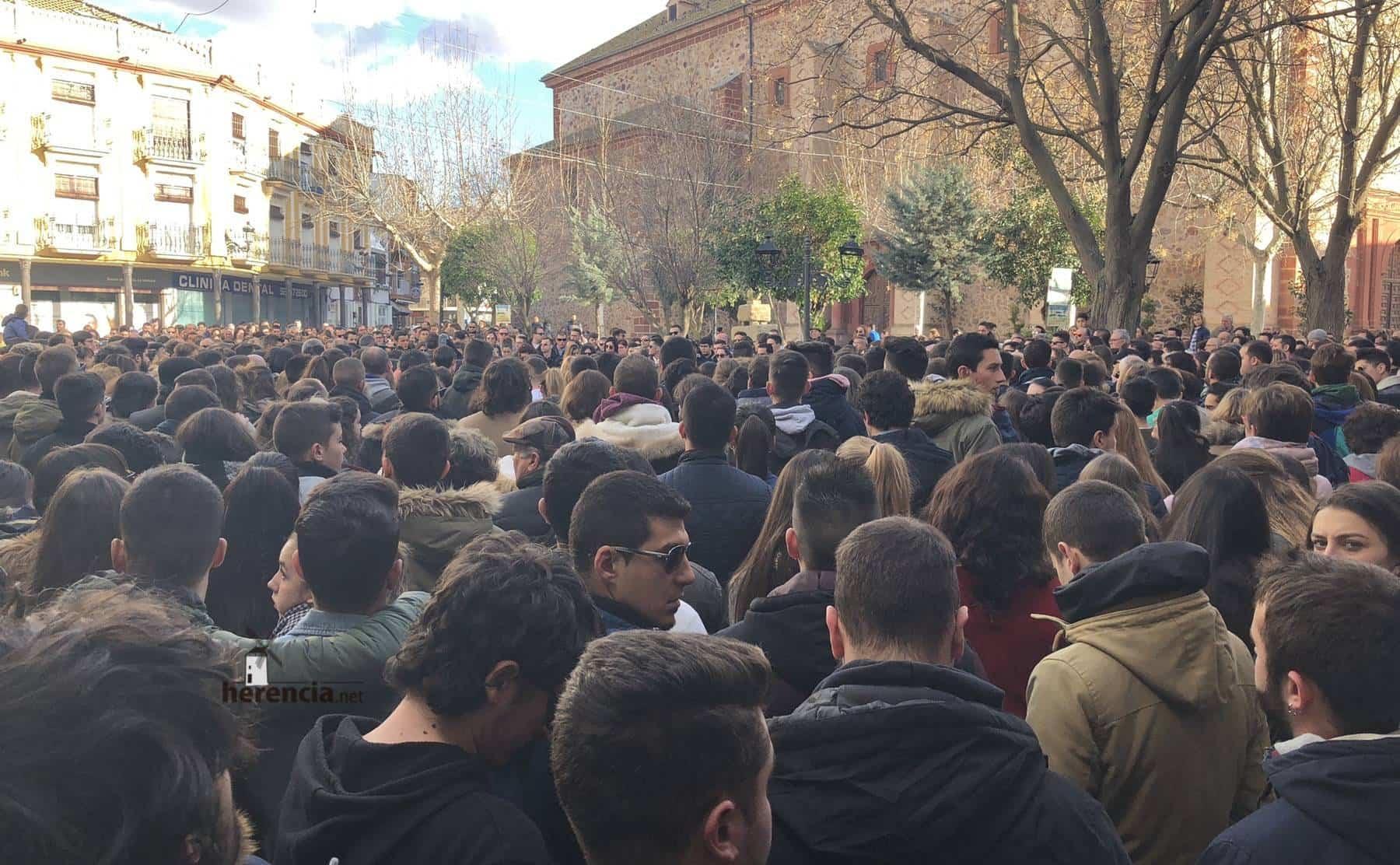 Herencia muestra su condena a la violencia en la Plaza de España 11