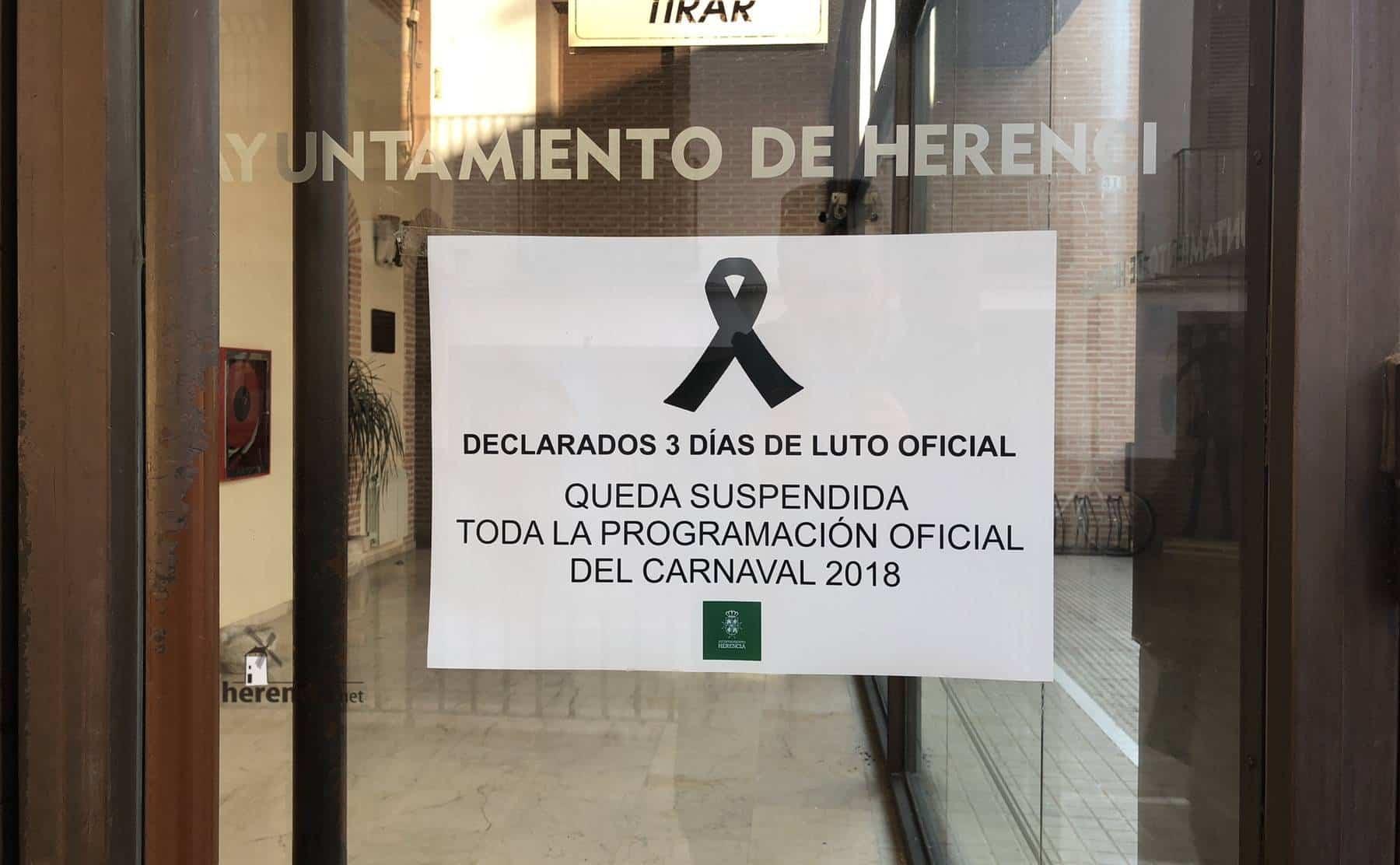 Herencia muestra su condena a la violencia en la Plaza de España 12