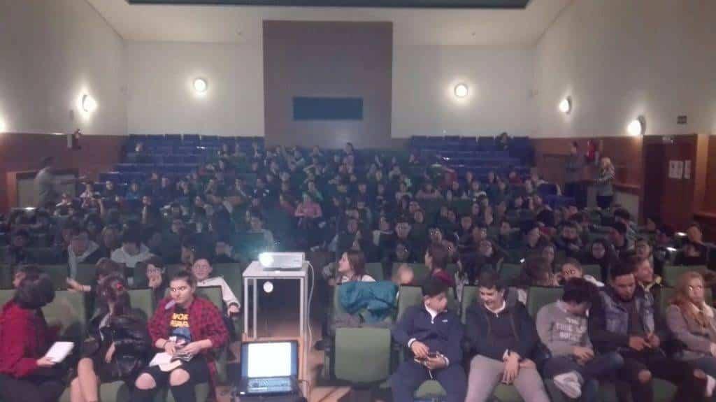 """alumnos de los centros educativos de Herencia conocen a Beatriz Oses - Los participantes del proyecto lector """"Los Inmortales"""" conocen a la escritora Beatriz Osés"""
