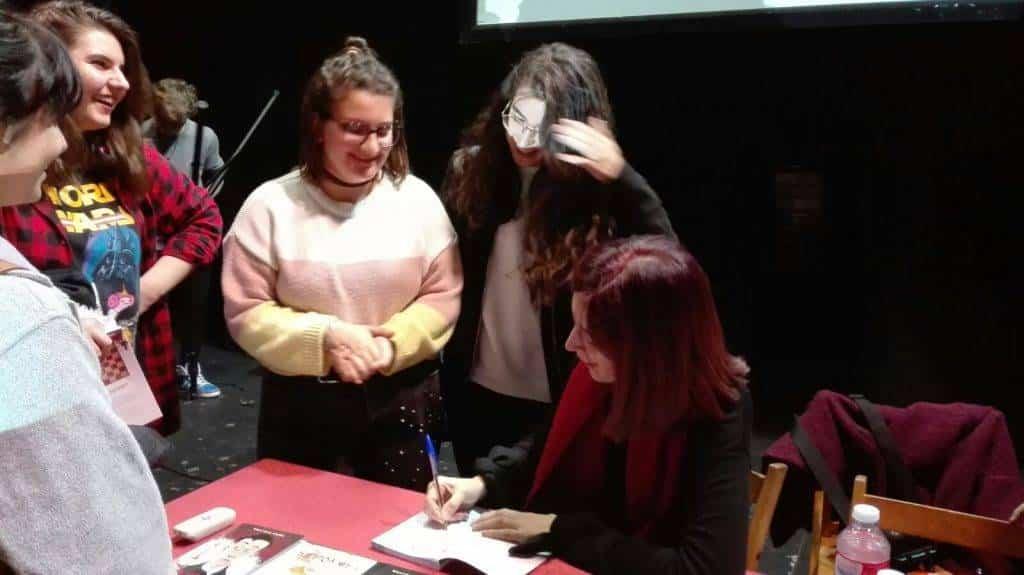 """alumnos de los centros educativos de Herencia conocen a Beatriz Oses3 - Los participantes del proyecto lector """"Los Inmortales"""" conocen a la escritora Beatriz Osés"""