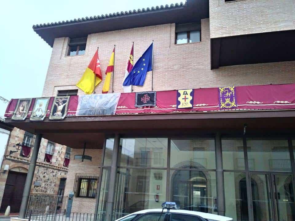 ayuntamiento herencia socialista gala semana santa - El Ayuntamiento de Herencia se engalana para celebrar la Semana Santa